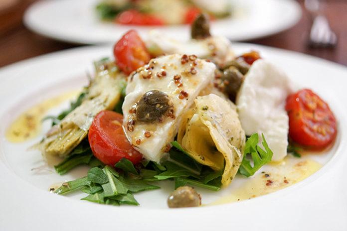 Gebackene Tomaten mit Artischocke und Büffelmozzarella in Zitronen-Kapern-Dressing Rezept