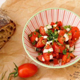 Würziger Tomatensalat, Spicy Tomato Salad mit Chilischoten