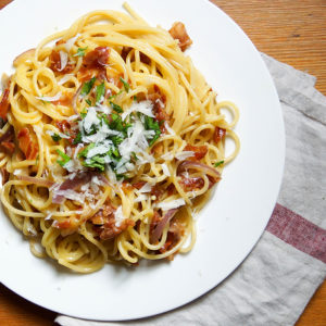 Spaghetti Carbonara mit Pancette und Parmaschinken
