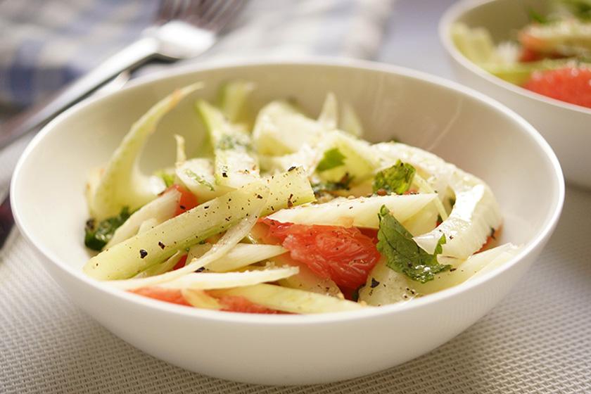 Fenchel-Salat mit Grapefruit und Sellerie.