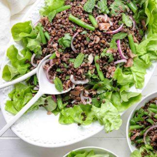 Beluga Linsen Salat mit grünen Bohnen, Parmaschinken & Zitrone-Minz-Dressing