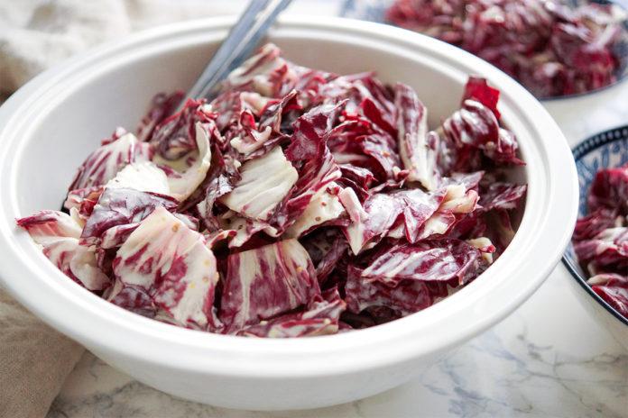 Einfache Radicchio-Salat Rezept mit Crème Fraîche Dressing