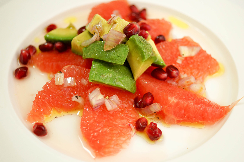 Avocado- und Pink Grapefruit-Salat