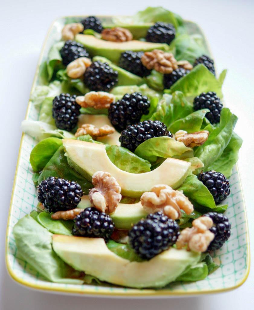 Brombeer-Salat mit Avocado