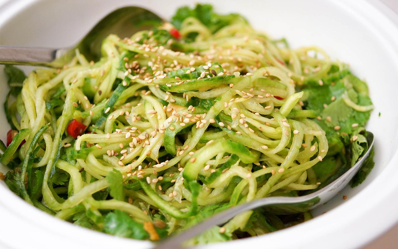 Asiatischer Gurken Nudel Salat