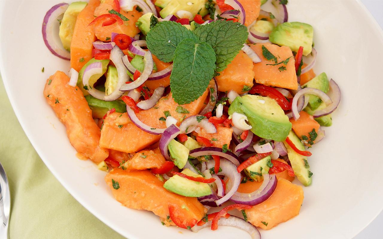 Papaya-Avocado-Salat mit Limetten-Minz-Dressing