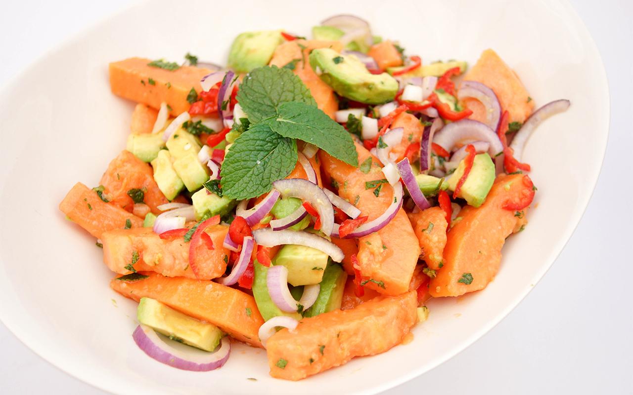 Rezept für Papaya-Avocado-Salat mit Limetten-Minz-Dressing