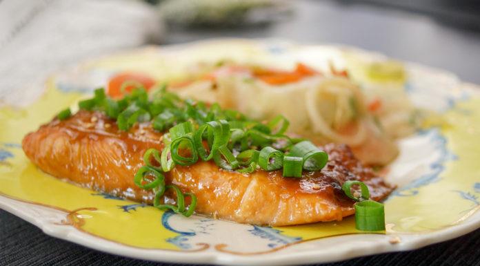 Lachs mit einer japanischen Glasur