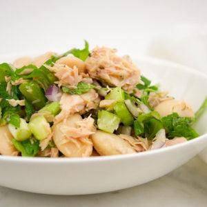 Mediterraner Thunfischsalat mit weißen Bohnen