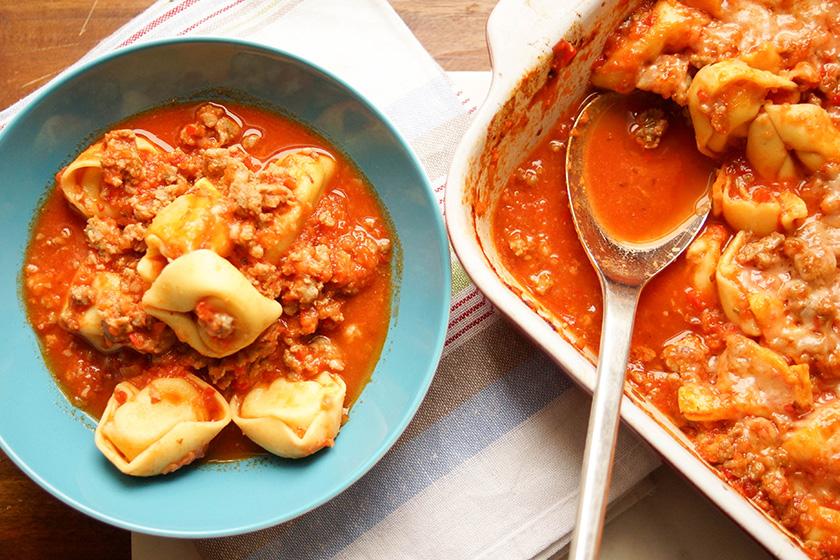 Gebackene Tortellini mit Salsiccia von Elle Republic