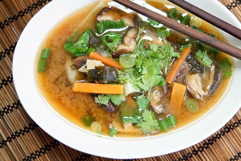 Miso Suppe mit Shiitake Pilzen und Pak Choi