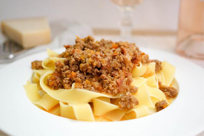 Tagliatelle al Ragù (klassische Bolognese) mit Kalbfleisch von Elle Republic