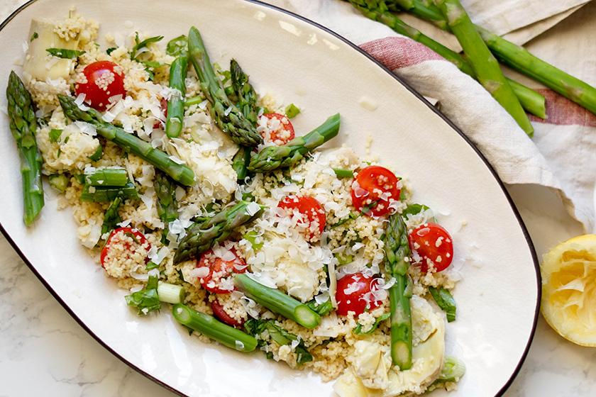 Couscous-Salat mit Spargel und Artischocken von Elle Republic