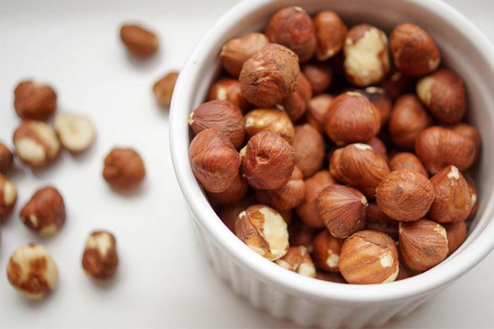 Haselnüsse roh, Geröstete Nüsse, Abnehmen mit natürlichen Lebensmitteln
