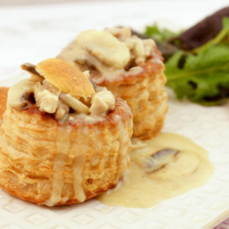 Vol-au-vent (Königin-Pasteten) with a Creamy Veal and Mushroom Ragout