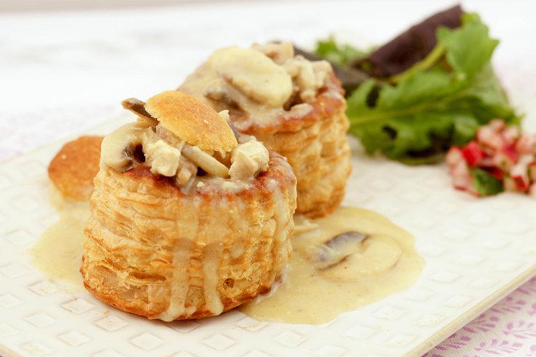 Vol-au-vent (Königin-Pasteten) with a Creamy Veal and Mushroom Ragout