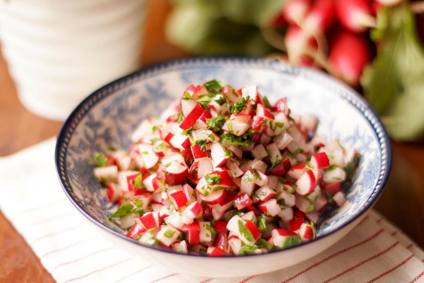 Radieschen-Salat mit Petersilie von Elle Republic