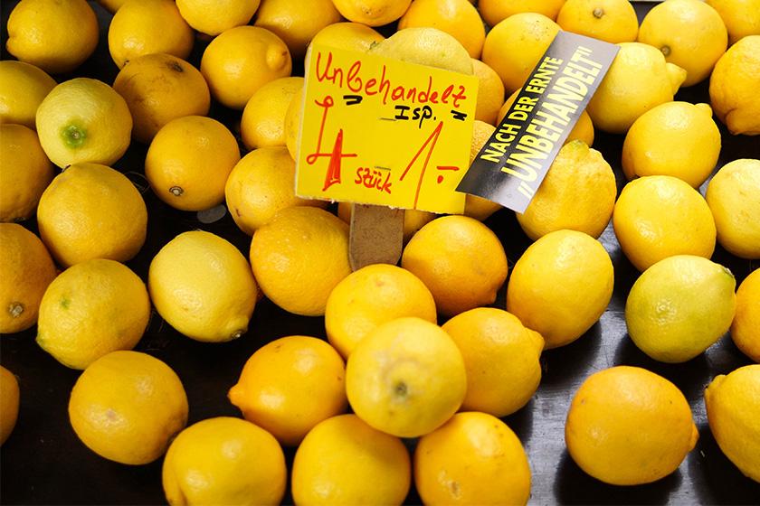 Unbehandelte Bio-Zitronen auf dem Markt