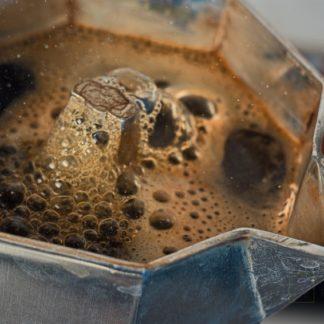 Kaffee kochen in der Mokkakanne, Abnehmen mit natürlichen Lebensmitteln