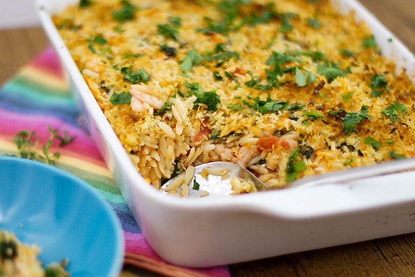 Orzo gebacken mit Garnelen, Tomaten und Feta-Käse von Elle Republic