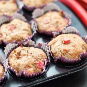 Rhabarber-Muffins mit Pekannüssen von Elle Republic