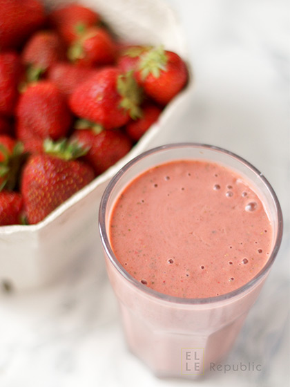 Healthy Summer Green Smoothies with Berries