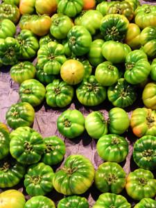 Grüne Tomaten auf dem Markt