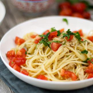 Spaghetti mit Thunfisch-Kapern-Oliven-Pesto