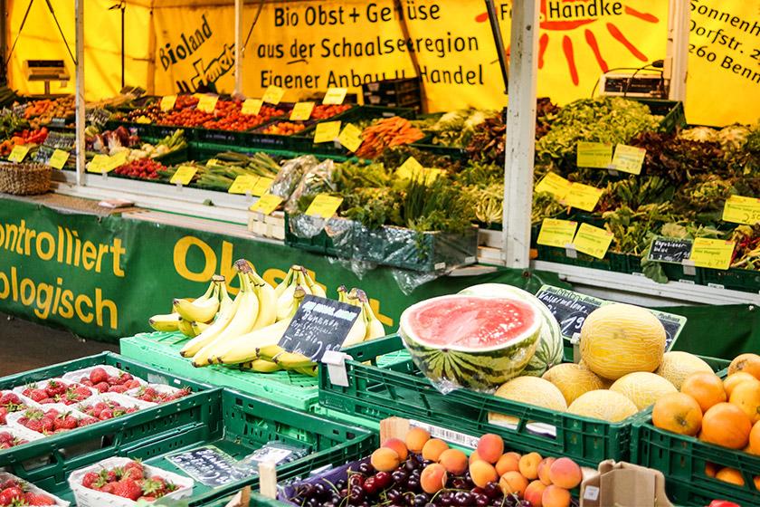 Früchte auf dem Markt, richtiges Lagern von Lebensmitteln