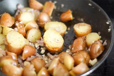 Bratkartoffeln mit Schalotten und Knoblauch (zum Vergrößern anklicken)