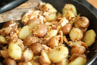 Bratkartoffeln mit geräuchertem Lachs (zum Vergrößern anklicken)