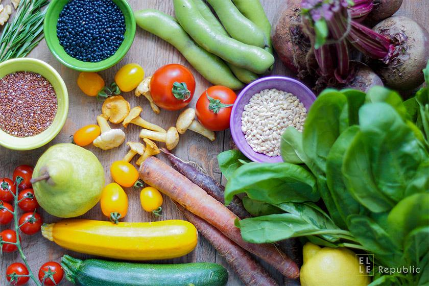 Clean Eating: Obst, Gemüse, Samen, Reis, Linsen, Tomaten, Bohnen, Zucchini, Salat, Rote Bete