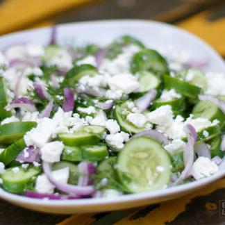 Gurkensalat mit Dill und Feta, Zitronensaft und Olivenöl