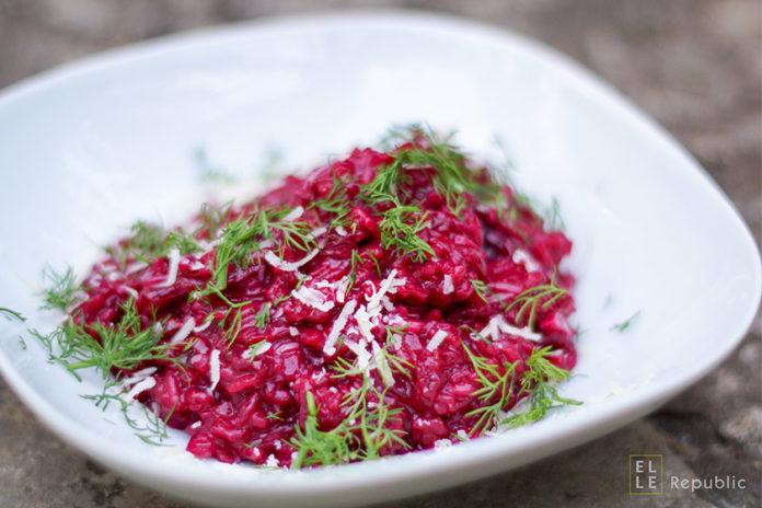 Rote Bete Risotto mit Parmesan, Rotwein, Gemüsebrühe, Dill, Gemüsebrühe und Limone
