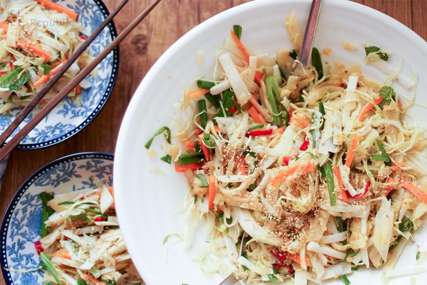 Krautsalat mit Kohlrabi und asiatischem Dressing