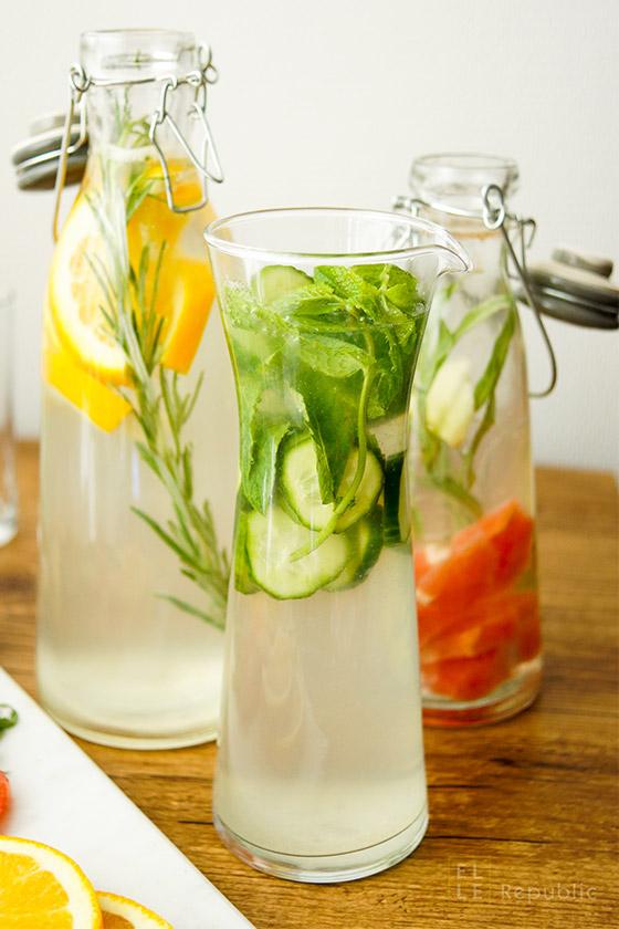 Wasser mit Gurke, Minze und Limone für gesundes Leben und Essen