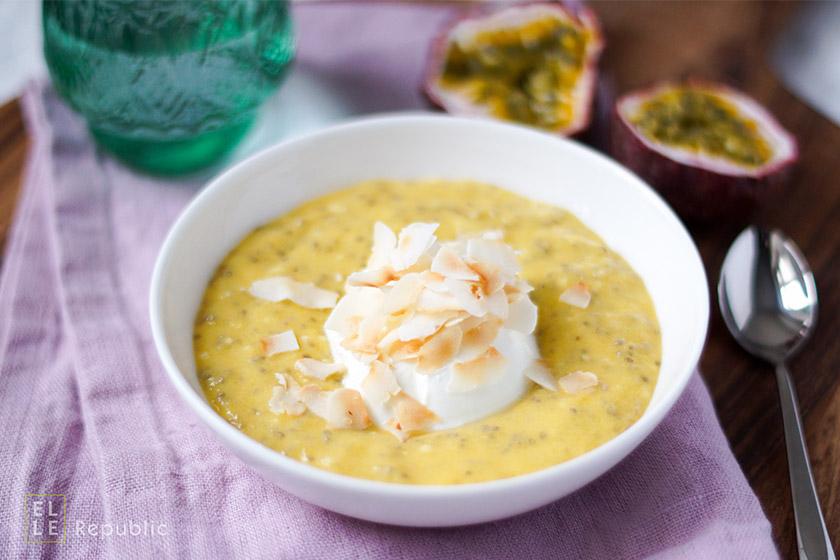Chia Mango Pudding mit Chia Samen, Mandelmilch, Kokosflocken, Honig, Abnehmen, Diät