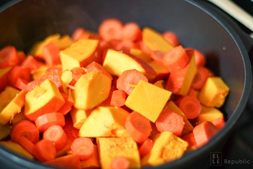 Hokkaido Kürbissuppe Karotten mit ungeschälten Hokkaido Kürbisstücken, vegetarisch