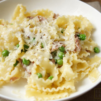 Pasta with Prosciutto and Peas in a Cream Sauce