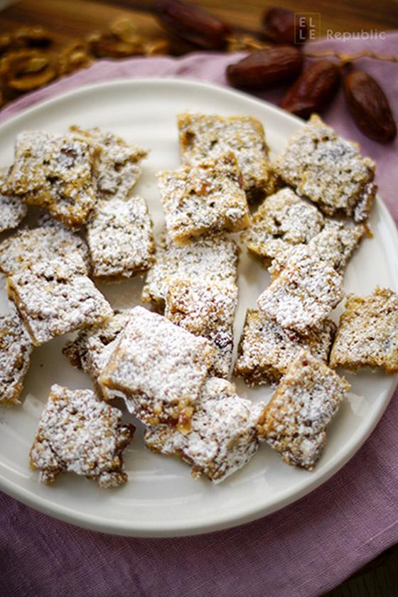 Chinese Chews Kuchenecken Rezept, Weihnachtsgebäck mit Datteln, Walnüsse und Puderzucker