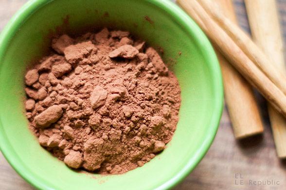Ungesüsstes rohes Kakaopulver und Zimt als Alternativen zum Haushalts- Zucker, Abnehmen mit natürlichen Lebensmitteln