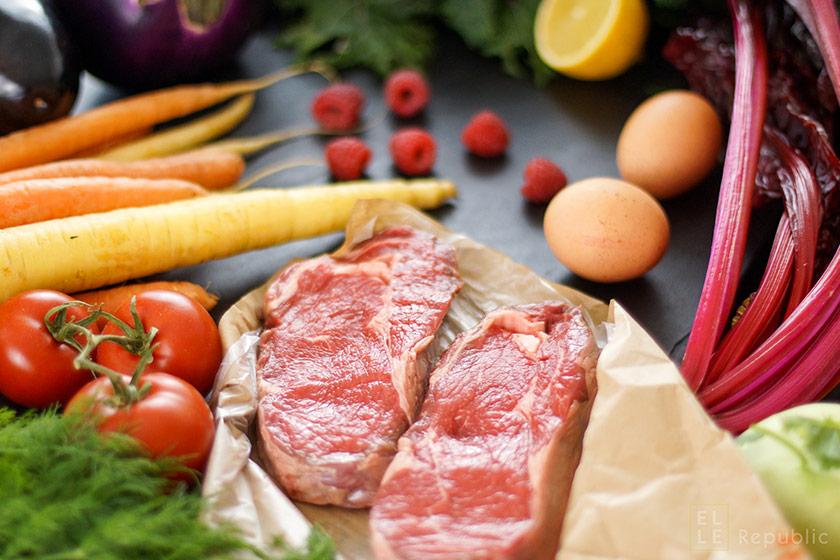 Ernährungstrends, Paleo Diät, Steak, Eier, Zitrone, Karotten, Tomaten, Himbeeren