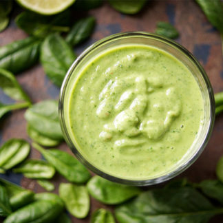 Glowing Skin Green Smoothie mit Spinat, Avocado, Birne, Limone, Petersilie