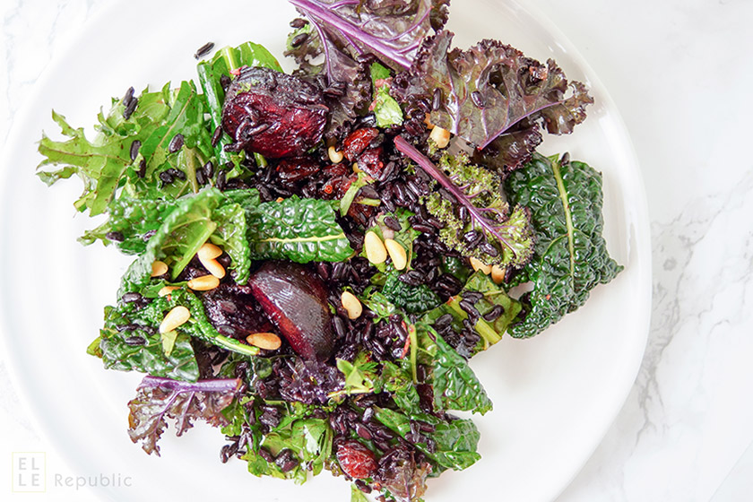 Grünkohl mit schwarzem Reis und Roter Bete, Zimt, Zitronensaft, Cranberries