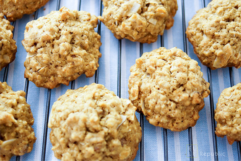 Haferflocken Cookies mit Orange, Walnüssen und Kokosflocken