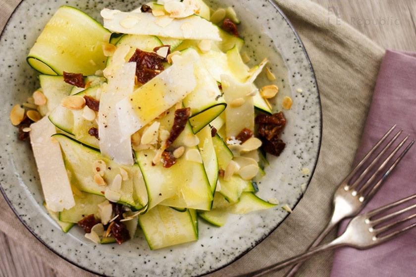 Zucchini salat asiatisch