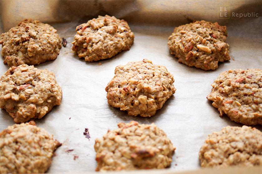 Frühstücks Cookies mit Goji Beeren, Quinoa, Mandeln, Haferflocken, Pinienkerne, Mandeln zum Frühstück