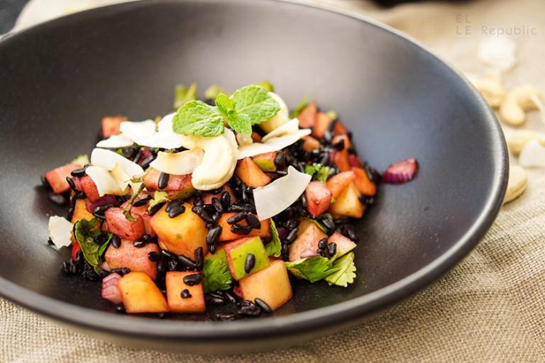 Schwarzer Reis Salat mit Mango und Apfel
