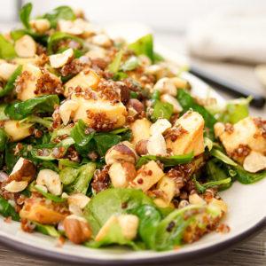 Steckrüben Salat mit Quinoa, Pastinaken, Haselnüssen, Honig, Feldsalat, vegetarisch