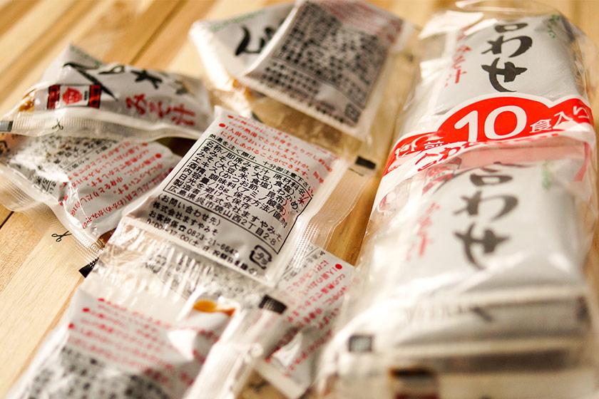Päckchen mit Miso-Paste Kimchi als Probiotische Lebensmittel für Chinesische Nudelsuppe oder Miso Suppe